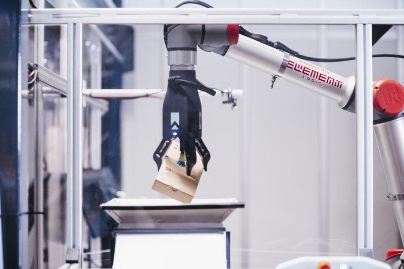 eOperator par Element Logic, le bras de picking robotisé pour le système AutoStore